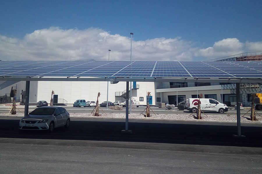 Energía Solar Instalada en Parking Exterior